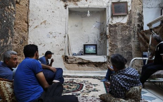 Είδαν τον τελικό από… βομβαρδισμένο σπίτι