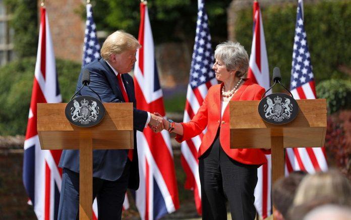 «Έκπληκτος» ο Τραμπ με τους χειρισμούς Μέι για το Brexit