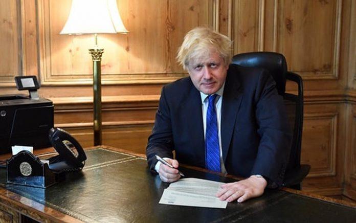 «Πολεμικό Συμβούλιο» από τον Τζόνσον για άτακτο Brexit