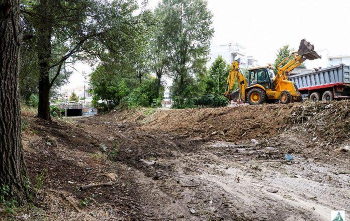 Δήμος Θερμαϊκού: Καθαρίζουν ρέματα και φρεάτια για αντιπλημμυρική προστασία