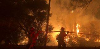 Αφήνει νεκρούς πίσω της η φωτιά στη Β. Καλιφόρνια