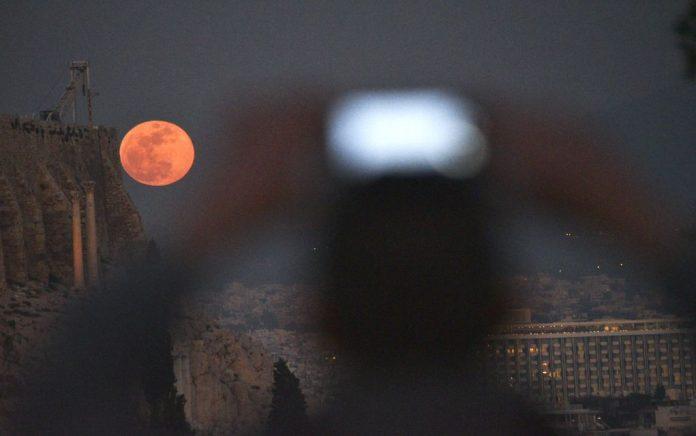 Στις 27 Ιουλίου το μεγαλύτερο «Ματωμένο Φεγγάρι» του 21ου αιώνα!