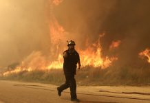 ΗΠΑ: Πυροσβέστης σκοτώθηκε στη «μάχη» με τις φλόγες