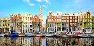 Άμστερνταμ: Ψάρεμα πλαστικών απορριμάτων για τους τουρίστες