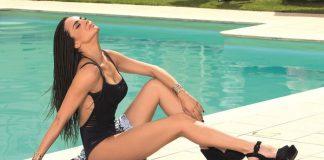 Η σέξι Νικολέττα Καρρά ποζάρει με φόντο τους Αντίπαξους! (pics)