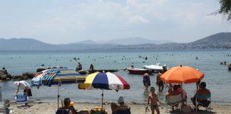 Δύο λουόμενοι έχασαν τη ζωή τους σε Θεσσαλονίκη και Μύκονο