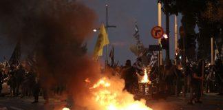 Καίγεται κατά μήκος η νέα παραλία Θεσσαλονίκης