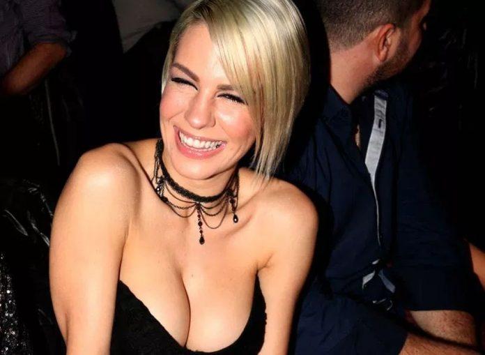 Ράνια Κωστάκη: Το πιο σέξι μπούστο και χαμόγελο στην Ελλάδα! (pics)