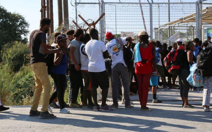 «Χάος» στη Σάμο για το προσφυγικό με συγκεντρώσεις και απεργία