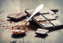 Η κατανάλωση μαύρης σοκολάτας βελτιώνει την καρδιακή υγεία