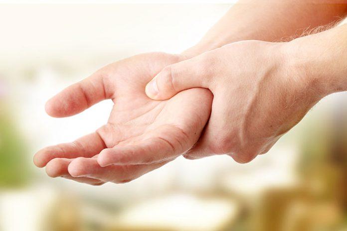 Τι σημαίνει το μούδιασμα σε χέρια και πόδια