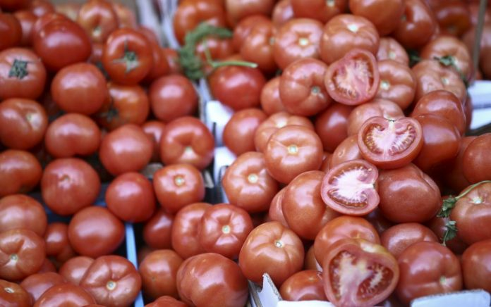 Τουρκία: Ουρές στα κρατικά οπωροπωλεία για ντομάτες... μισοτιμής!