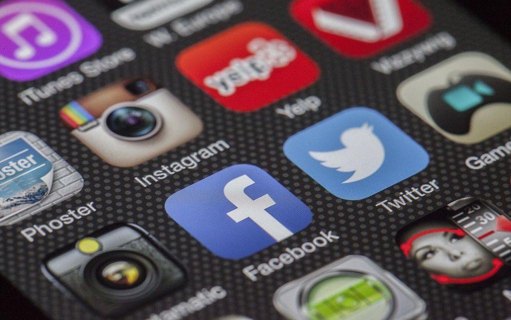 Der Spiegel:Πώς η γερμανική Ακροδεξιά κυριαρχεί στα Μέσα Κοινωνικής Δικτύωσης