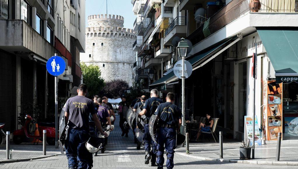 Θεσσαλονίκη: Τοποθετούσαν μετανάστες σε πορτ μπαγκάζ λιμουζίνας