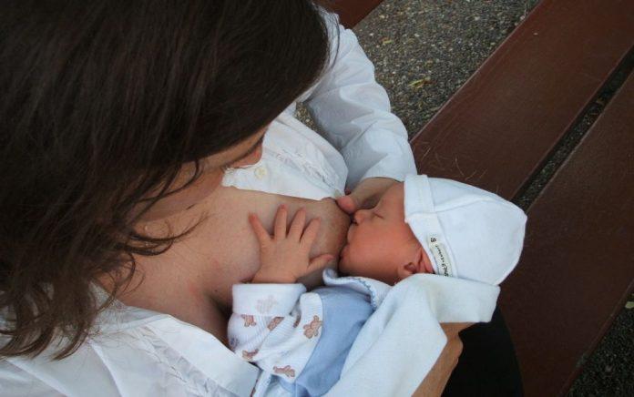 Την Κυριακή (4/11) ο Πανελλαδικός Ταυτόχρονος Δημόσιος Θηλασμός