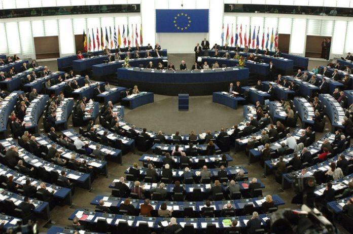 Διαφορά έως και επτά μονάδων της ΝΔ έναντι του ΣΥΡΙΖΑ δείχνουν τα exit polls στο 80%. Έχει ενδιαφέρον να δούμε πώς κατανέμονται οι έδρες στο ευρωκοινοβούλιο, σε περίπτωση που οι αρχικές προβλέψεις επιβεβαιωθούν.