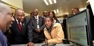 Ν. Αφρική: Καταγγελίες του υπουργού εσωτερικών για εκβιασμό μέσω... ροζ βίντεο