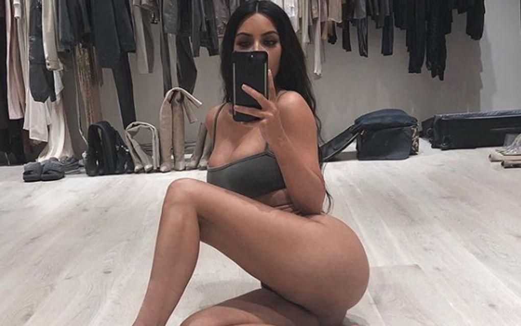 Γυμνό καυτό μαύρο κορίτσι