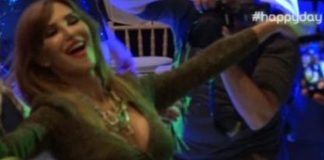 Το καυτό τσιφτετέλι της Βίκυς Χατζηβασιλείου στο γάμο της Μενούνος! (vd)