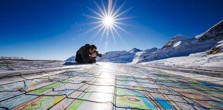 Ρεκόρ Γκίνες για τη μεγαλύτερη καρτ ποστάλ πάνω σε έναν παγετώνα