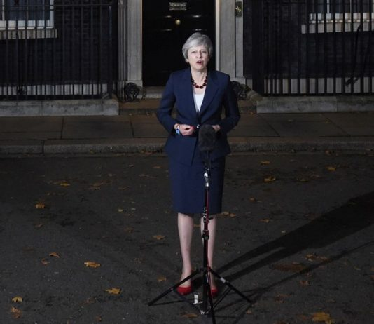 """Μέι: """"Το υπουργικό συμβούλιο ενέκρινε το σχέδιο του Brexit"""""""
