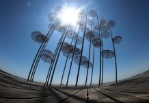 Θεσσαλονίκη: Στα μπλε οι ομπρέλες του Ζογγολόπουλου