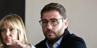 Ανδρουλάκης: «Νόμιμα αλλά όχι ηθικά αυτά που κάνει ο Τσίπρας»