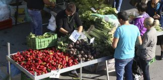 Σε πολύτεκνες οικογένειες τα κουπόνια για τις λαϊκές αγορές