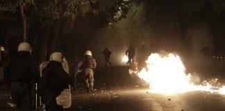 https://politik.gr/i-machi-tis-platias-ti-egine-stin-kypseli/Εξάρχεια: Επίθεση με μολότοφ εναντίον των ΜΑΤ