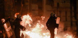 Θεσσαλονίκη: Ένταση με μολότοφ στο κέντρο (vd)
