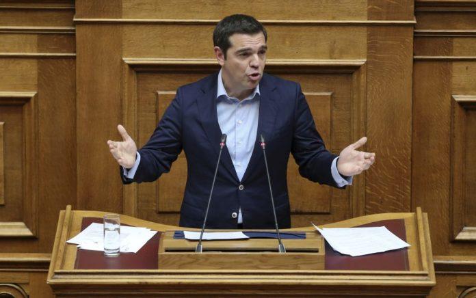 Με προεκλογικά δώρα στη Βουλή ο Τσίπρας (vd)