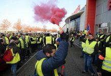 Γαλλία: Νεκρή διαδηλώτρια σε πορεία των «κίτρινων γιλέκων»