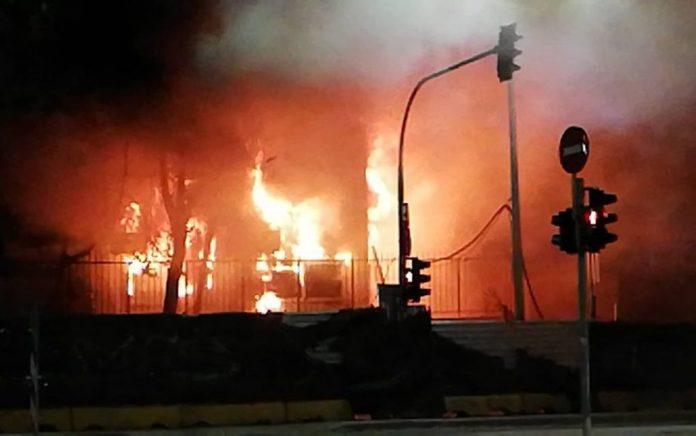 «Πόλεμος» στη Θεσσαλονίκη -Έβαλαν φωτιά εγκαταστάσεις του μετρό (vd)