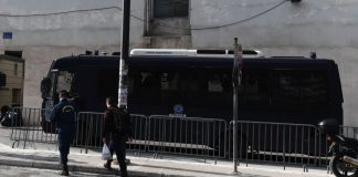 Επίθεση με μολότοφ εναντίον διμοιρίας των ΜΑΤ στο κέντρο της Αθήνας