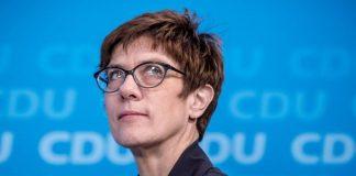 Ανεγκρέτ Κραμπ Καρενμπάουερ: «Να κάνουμε σωστή την Ευρώπη»