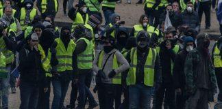 Στους δρόμους και πάλι τα «κίτρινα γιλέκα»