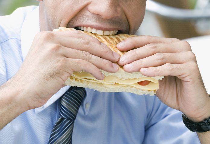 Όταν μασάς αργά χάνεις βάρος!