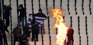 Βαριά «καμπάνα» στην Εθνική για τα ναζιστικά πανό