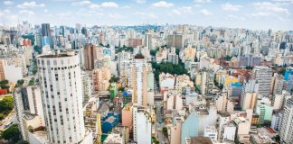 Τέσσερις νεκροί έπειτα από εισβολή ενόπλου σε ναό στη Βραζιλία