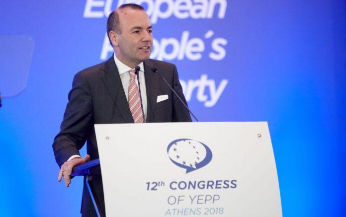 O Μάνφρεντ Βέμπερ επανεξελέγη ηγέτης του ΕΛΚ