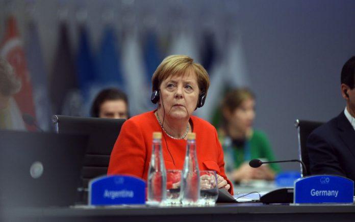 Ζάιμπερτ: Η Μέρκελ συγχαίρει τον Μητσοτάκη «για τη μεγάλη νίκη της ΝΔ»