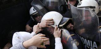 Μία σύλληψη για τα χθεσινά επεισόδια έξω από το Μέγαρο Μουσικής Θεσσαλονίκης