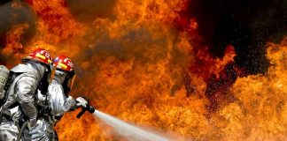 Μάχη με τις φλόγες στα Ψαρά
