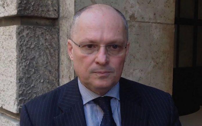Παραίτηση από το ιταλικό δημόσιο με αιχμές κατά της κυβέρνησης