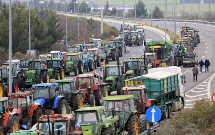 Οι αγρότες ζητούν ραντεβού και με Πετρόπουλο-Φάμελλο-Παπανάτσιου