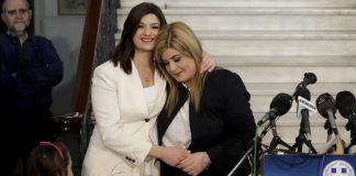 Σε κλίμα συγκίνησης πραγματοποιήθηκε το απόγευμα της Τρίτης (19/2) η τελετή παράδοσης – παραλαβής στο υφυπουργείο Μακεδονίας – Θράκης (ΥΜΑΘ), με την Κατερίνα Νοτοπούλου να παραδίδει το χαρτοφυλάκιό της στην Ελευθερία Χατζηγεωργίου.