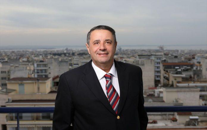 Ο υποψήφιος δήμαρχος Ελευθερίου Κορδελιού - Ευόσμου και επικεφαλής του συνδυασμού «Ξεκινάμε από την αρχή», Γιάννης Καμαρινός, θα ασκήσει το εκλογικό του δικαίωμα την Κυριακή 26 Μαΐου και ώρα 11:00 π.μ. στο 767ο Εκλογικό Κέντρο που στεγάζεται στο 1ο & 14ο Δημοτικό Σχολείο Ευόσμου στην οδό 28ης Οκτωβρίου 13.