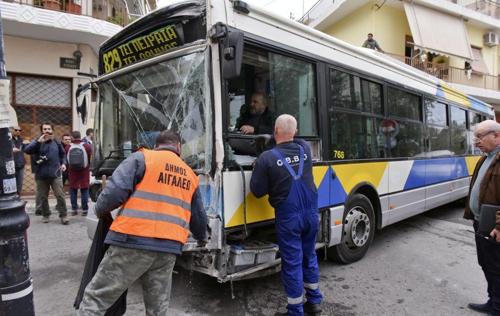 σύντομο λεωφορείο όργιο