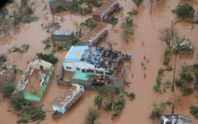 Μοζαμβίκη: Ο τυφώνας σάρωσε τα πάντα - Μάχη για να σώσουν κατοίκους