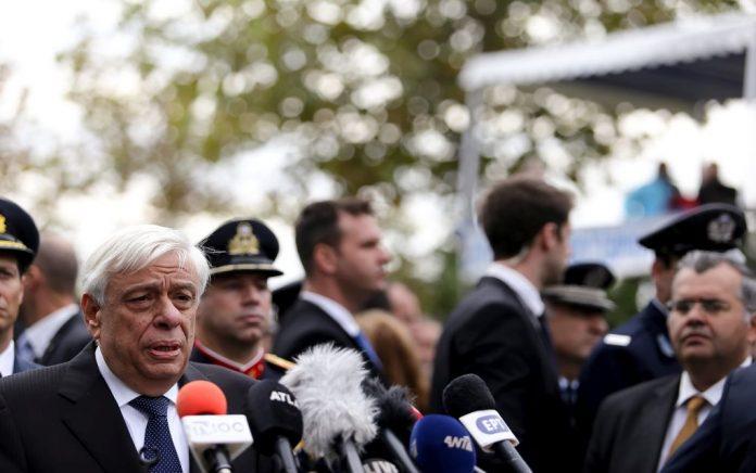 Με εντολή Παυλόπουλου το «Μακεδονία Ξακουστή» έκλεισε την παρέλαση στην Καλαμάτα (vd)